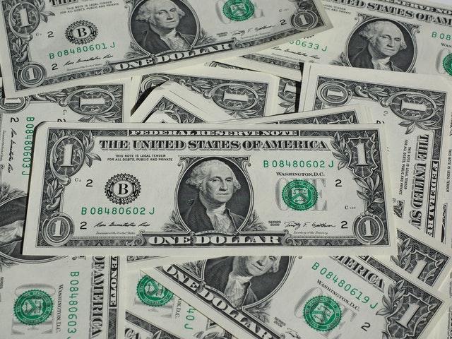 jednodolarové bankovky.jpg